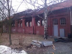 Die abgebrannte historische Lagerhalle in Berlin. Nach ADAC-Recherchen stand das lekker-Mobil dort.