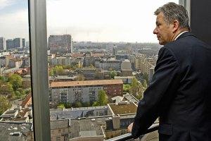 SPD-Bürgermeister Klaus Wowereit mit Blick auf die Hauptstadt