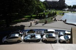 Leise im Kreis: Elektroautos bei der ADAC-Roadshow in Mannheim (Foto: Steffen Jahn)