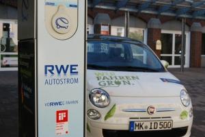 Mit Strom in die Zukunft? Der E-Fiat vor der Hochschule