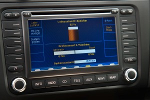 Display im Prototyp des Golf Plug-In-Hybrid. Foto: Volkswagen