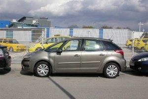 Streitpotential: Parkplätze sind Mangelware - Ladesäulen aber auch