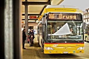 In und um Brugg unterwegs: der Wasserstoffbus von PostBus