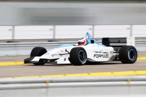 Der Formulec EF 01 beschleunigt in 3 Sekunden auf 100 km/h
