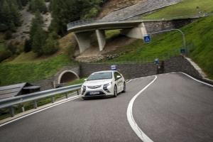 Für die Tagessieger von Dienstag Matthias Bühler und Melanie Baltheiser ist der Opel Ampera noch zu teuer.
