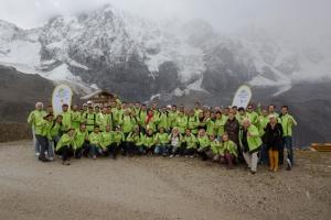 Erinnerungsfoto bei 2600 Meter. Die Teams der ADAC eRallye vor der Königsspitze.
