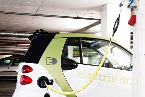 Der hohe Anschaffungspreis bei Elektroautos hängt vor allem mit der teuren Batterie zusammen.