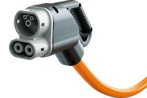 Infrastrukturlösung Lösung für morgen: Das Combined Charging System kann sowohl Wechsel- als auch Gleichstrom übertragen. (Foto: VW)