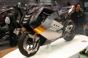 Das elektrische Phantom unter allen Superbikes von Vectrix.