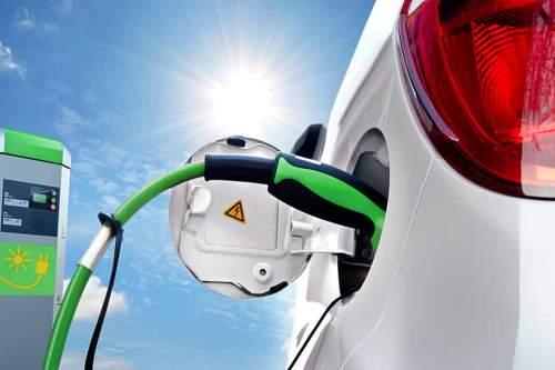 Das langwierige Aufladen zählt zu den größten Schwachpunkten der Elektroautos.
