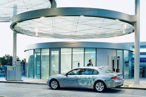 Elektroautos mit Brennstoffzellen wandeln reinen Wasserstoff in Strom um - einzige Emission ist Wasserdampf.