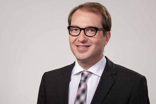 Verkehrsminister Alexander Dobrindt möchte die Elektromobilität fördern, allerdings ohne dafür Geld in die Hand zu nehmen.
