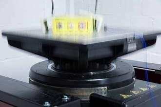 Die Vibrationen simulieren Extrembelastungen beim Transport des Akkus und im späteren Fahrbetrieb.