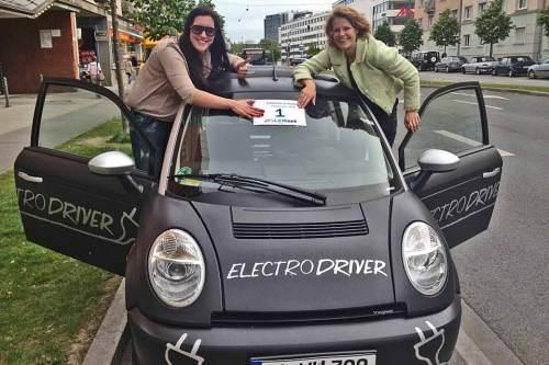 """Auch eher seltene E-Autos wie dieser """"Think"""" kommen zu den Treffpunkten der Aktion """"1000 EVs in motion""""."""