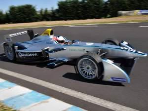 So sieht er aus: der Spark-Renault SRT_01E ist in der Debütsaison für alle Teams der Standard.