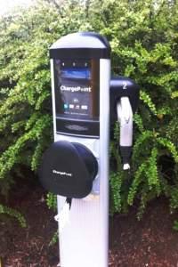Ladekabel abgezwickt: Eine verwüstete E-Ladestation in Vancouver. (Foto: transportevolved.com)