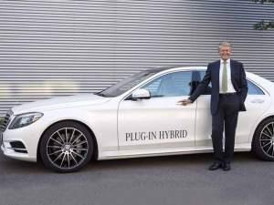 Thomas Weber, Entwicklungsvorstand bei Daimler seit 2003, zeigt sich überzeugt vom Mischantrieb Plug-in-Hybrid.