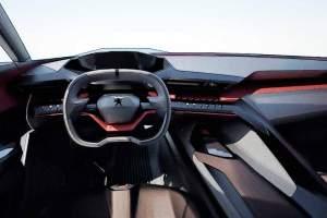 Wie in einem Rennwagen: Blinker, Fahrmodi und Schaltpaddles lassen sich mit geringem Bewegungsaufwand direkt am Lenkrad bedienen.