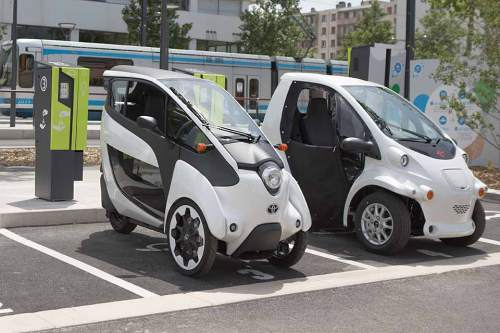In Grenoble beweist der Toyota I-Road seine Eignung für den Stadtverkehr.