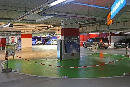 Nicht nur in Tiefgaragen: Kostenlose E-Stellplätze sollen laut Minister Dobrindt bald überall in der Stadt entstehen.