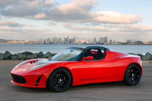 Noch in diesem Jahr verspricht Tesla für den Roadster mehr Reichweite.