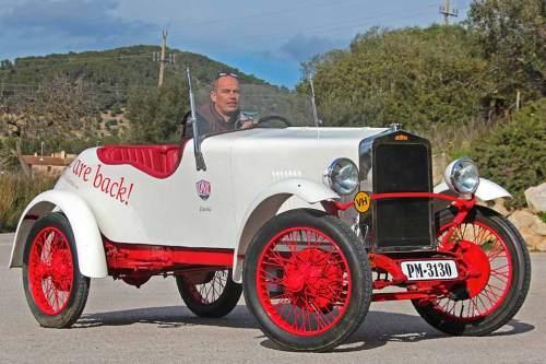 Diesen mehr als 90 Jahre alten Loryc hat Charly Bosch mit einem Elektroantrieb ausgestattet und nimmt den Oldie als Vorbild für ein neues Modell, das in Kleinserie gebaut werden soll.