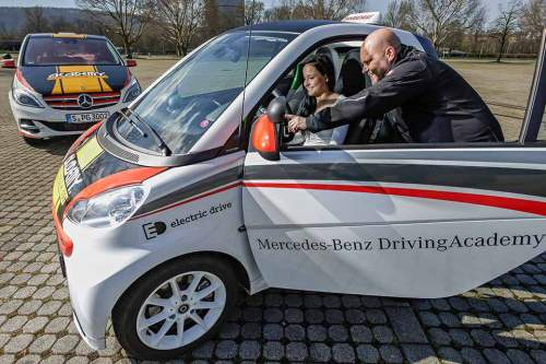 Kein Schalten, kein kuppeln: Die ersten Fahrversuche fallen mit E-Autos deutlich leichter als mit herkömmlichen Fahrzeugen.