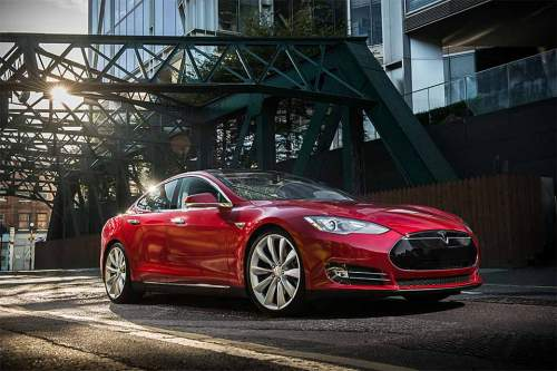 Über die Unterhaltungs-Software des Tesla Model S schafften es die Hacker, die Kontrolle über das Fahrzeug zu übernehmen.