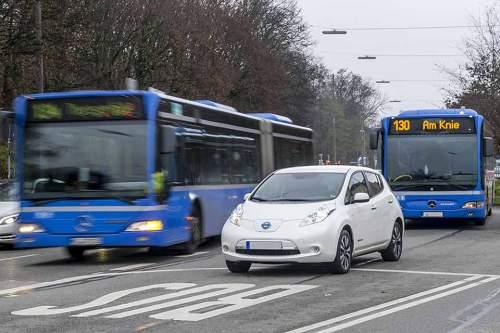 """""""EmoG"""" bietet die Möglichkeit für E-Autos, die Busspur zu nutzen."""