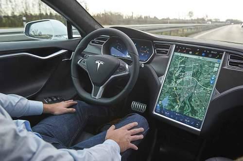 1601_Tesla_Autopilot_960x640