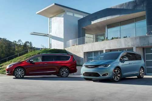 Auf Wunsch mit acht Sitzen und mit Hybrid-Antrieb: Kompakt-Van Chrysler Pacifica.