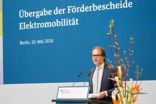 """Bundesverkehrsminister Alexander Dobrindt bezeichnete das Programm aufgrund der vielen Förderbescheide als """"großen Erfolg""""."""