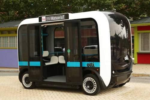 """""""Olli, bitte empfehle mir ein Restaurant!"""" - auch das kann der autonome Elektrobus."""