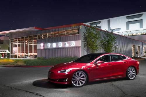 """Tesla braucht größere Fabriken und kauft den Spezialisten """"Grohmann Engineering""""."""